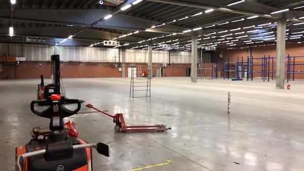 Bezemschone oplevering bedrijf magazijn industriële omgeving