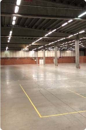 Industriële omgeving magazijn na bezemschone oplevering