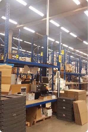 industriële omgeving magazijn voor bezemschone oplevering