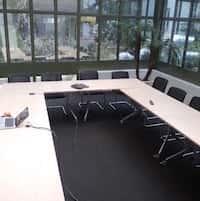 Opkopen verkopen kantoormateriaal - vergadertafel en -stoelen